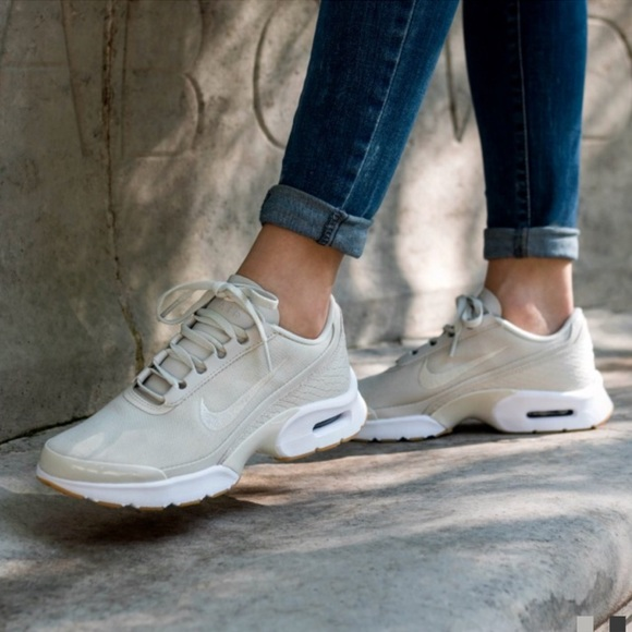 Nike air max jewell se sneakers NWT
